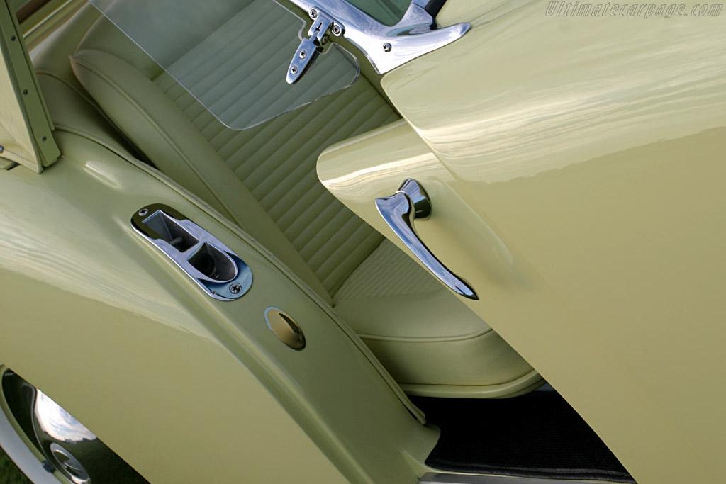 Kaiser Darrin D.K.F. 161 - Chassis: 161-001131   - 2005 Palm Beach International, a Concours d'Elegance
