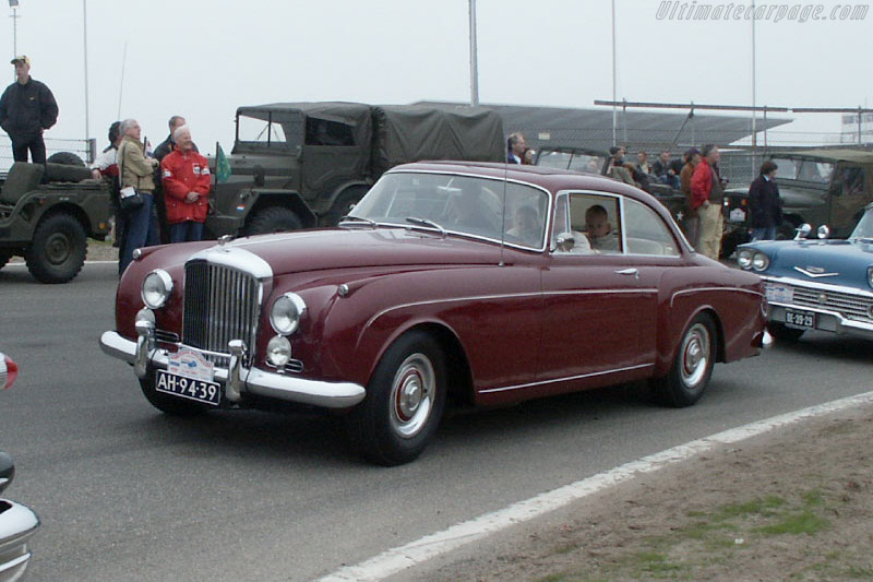 Click here to open the Bentley S1 Continental gallery