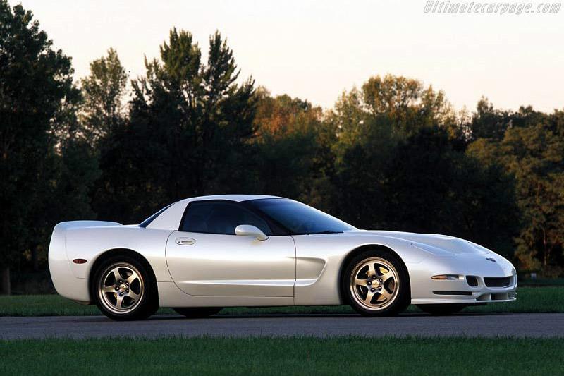 Chevrolet Corvette C5 White Shark