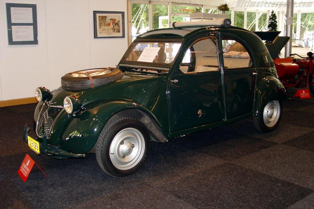 Click here to open the Citroën 2CV Sahara gallery