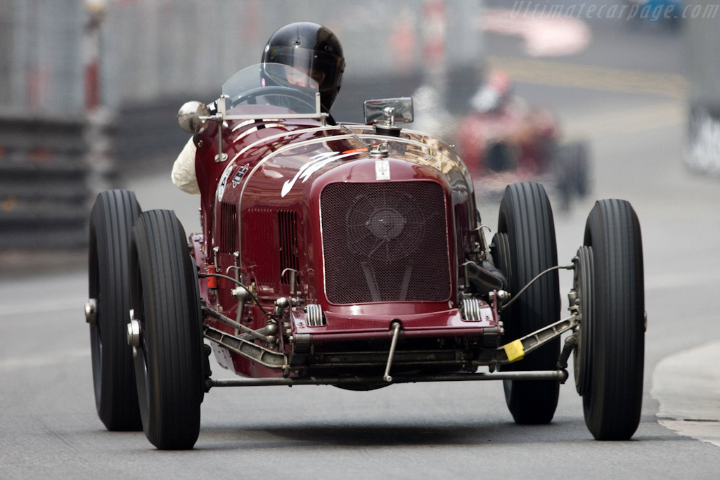 Click here to open the Maserati 8C 3000 gallery