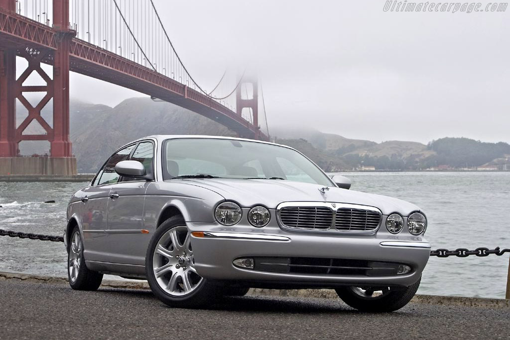 Click here to open the Jaguar XJ8 L gallery