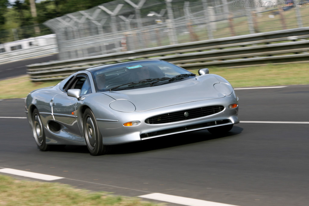 Click here to open the Jaguar XJ220 gallery