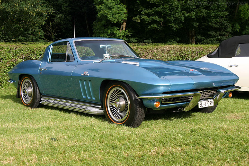 Click here to open the Chevrolet Corvette C2 Sting Ray 427 Coupe gallery