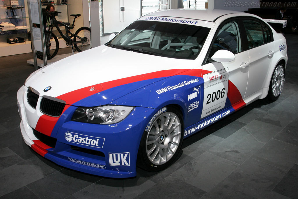 Click here to open the BMW 320si WTCC gallery