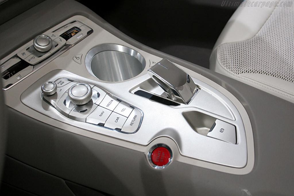 Audi Roadjet Concept    - 2006 North American International Auto Show (NAIAS)
