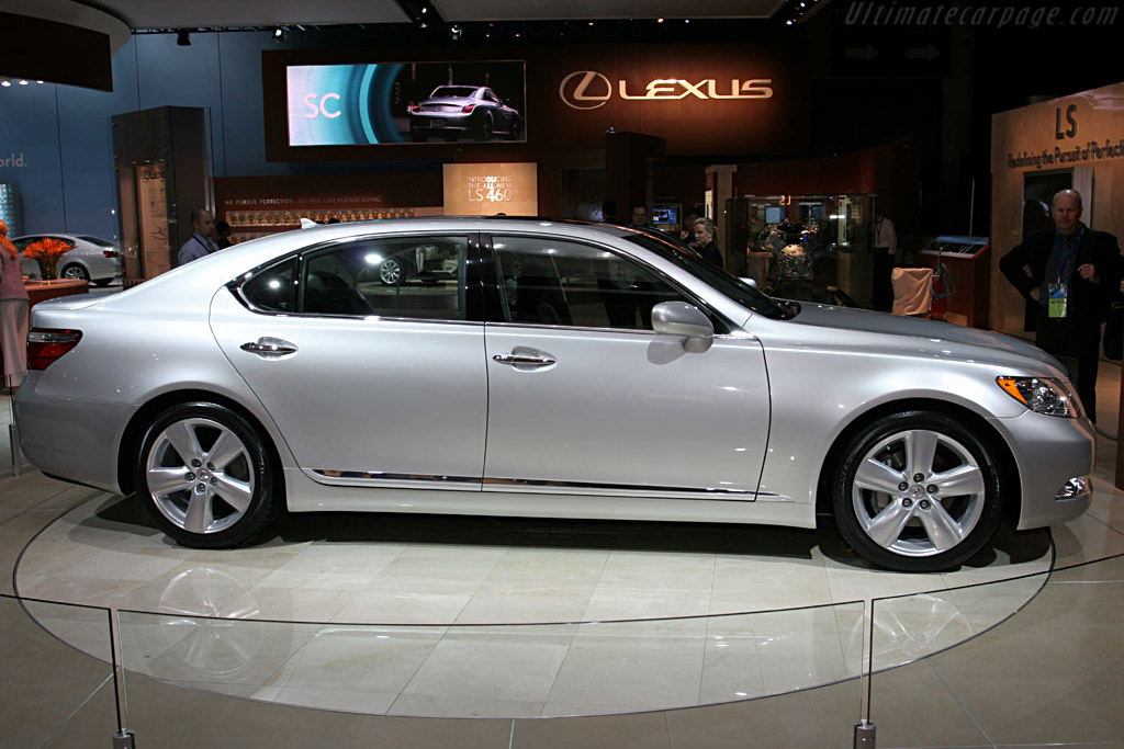 Lexus LS 460L    - 2006 North American International Auto Show (NAIAS)