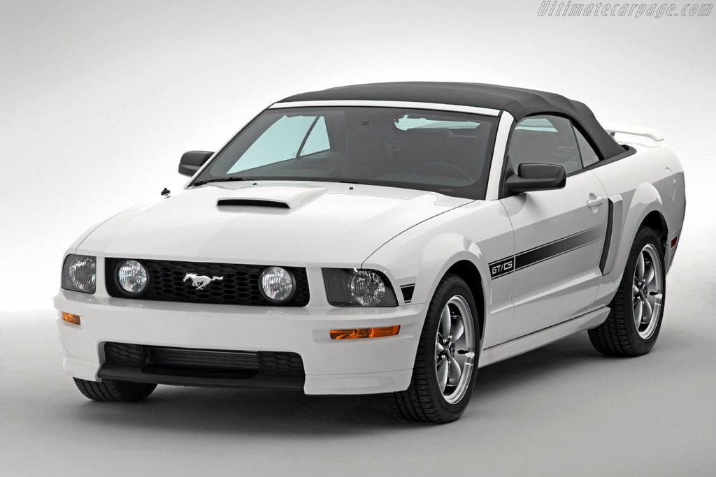 Click here to open the Ford Mustang GT/CS Convertible gallery