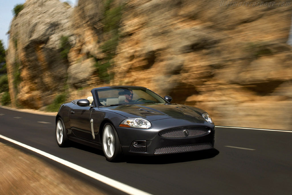 Click here to open the Jaguar XKR Convertible gallery