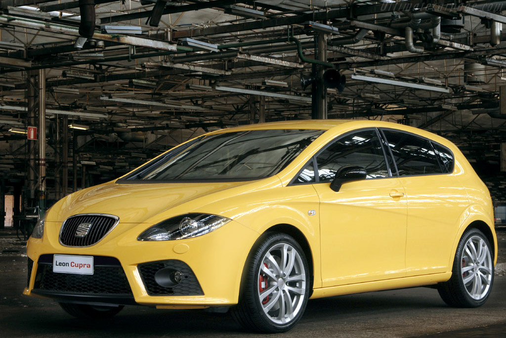 Click here to open the Seat Leon Cupra gallery