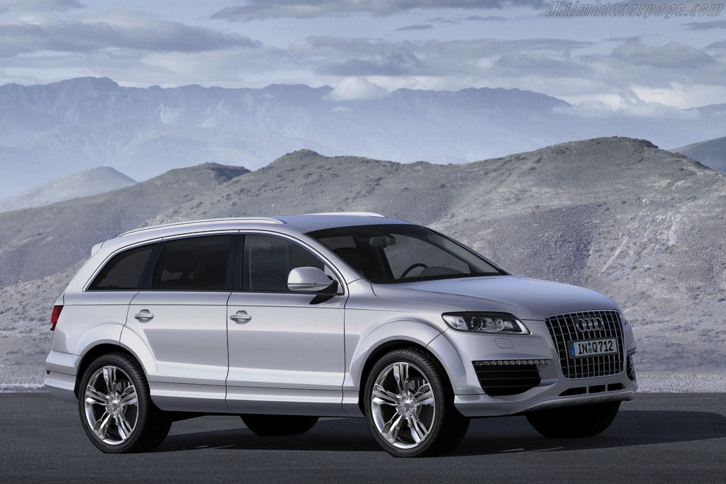 Click here to open the Audi Q7 V12 TDI gallery
