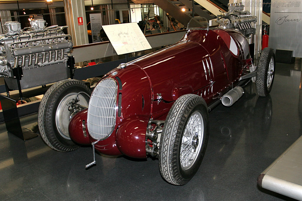 Click here to open the Alfa Romeo 12C 36 gallery