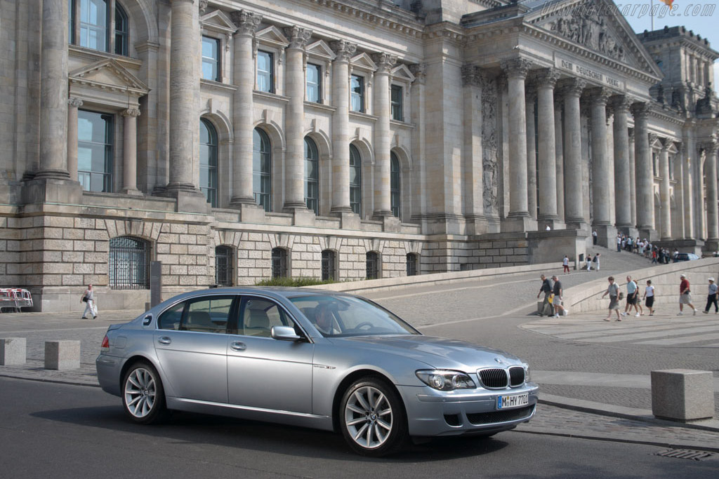 Click here to open the BMW Hydrogen 7 gallery