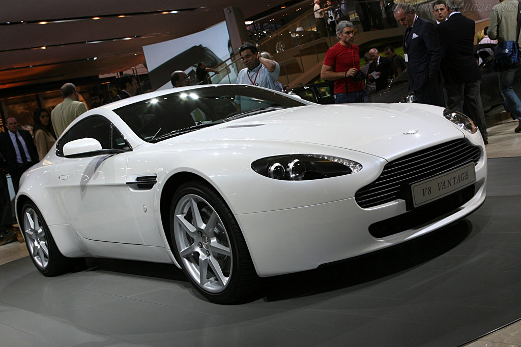 Click here to open the Aston Martin V8 Vantage Sportshift gallery
