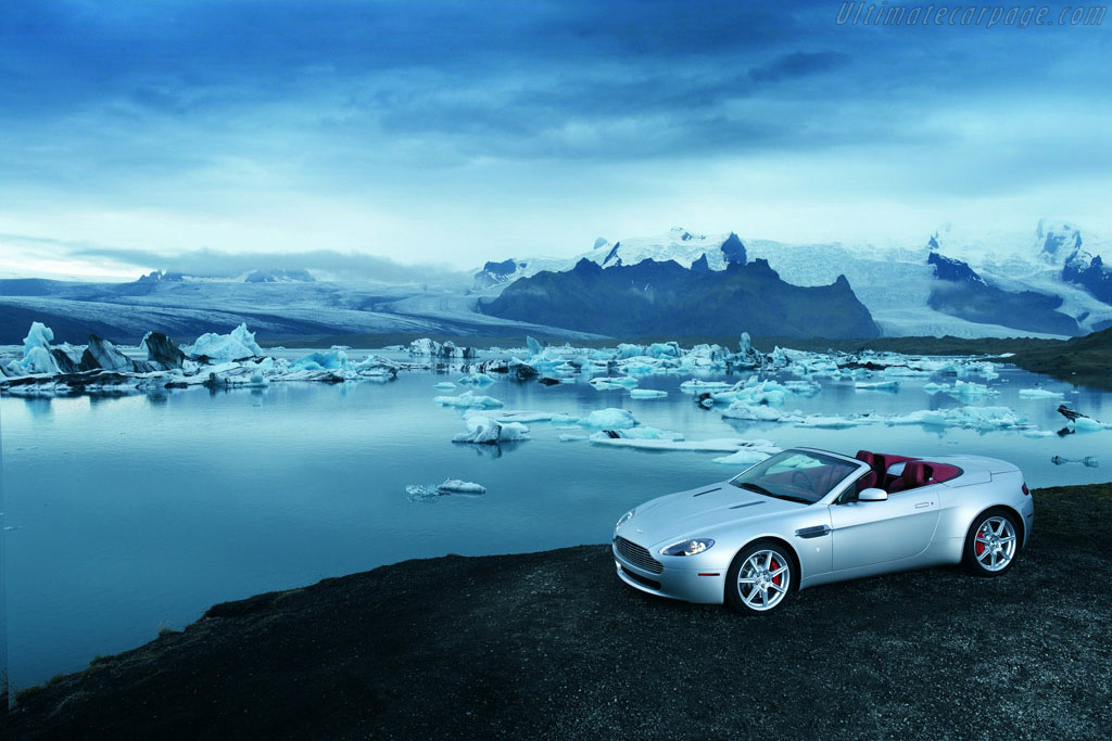 Click here to open the Aston Martin V8 Vantage Roadster gallery
