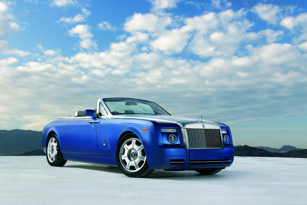 Click here to open the Rolls-Royce Phantom Drophead Coupe gallery