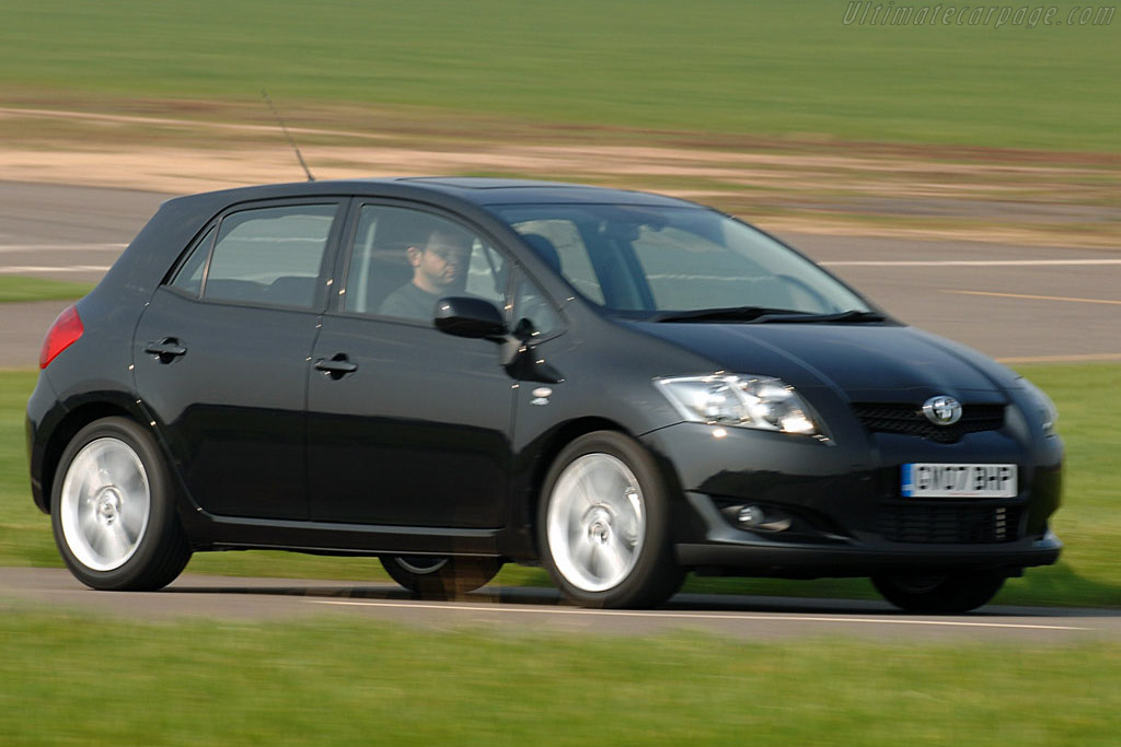 Click here to open the Toyota Auris T180 gallery