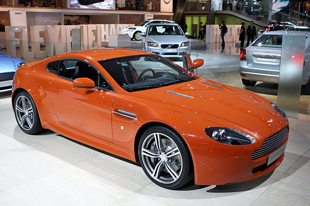 Click here to open the Aston Martin V8 Vantage N400 gallery