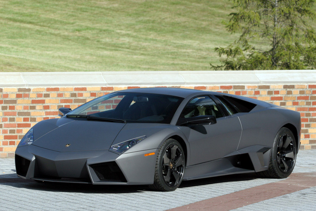 Click here to open the Lamborghini Reventón gallery