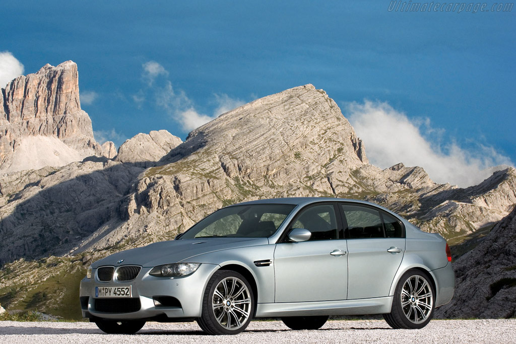 Click here to open the BMW E90 M3 Sedan gallery