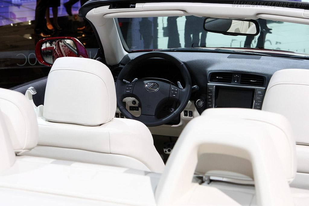 Lexus IS 250C    - 2008 Mondial de l'Automobile Paris