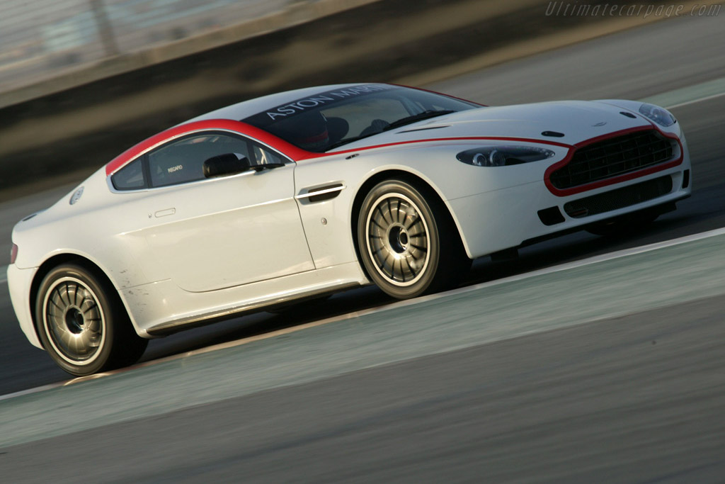 Click here to open the Aston Martin V8 Vantage GT4 gallery
