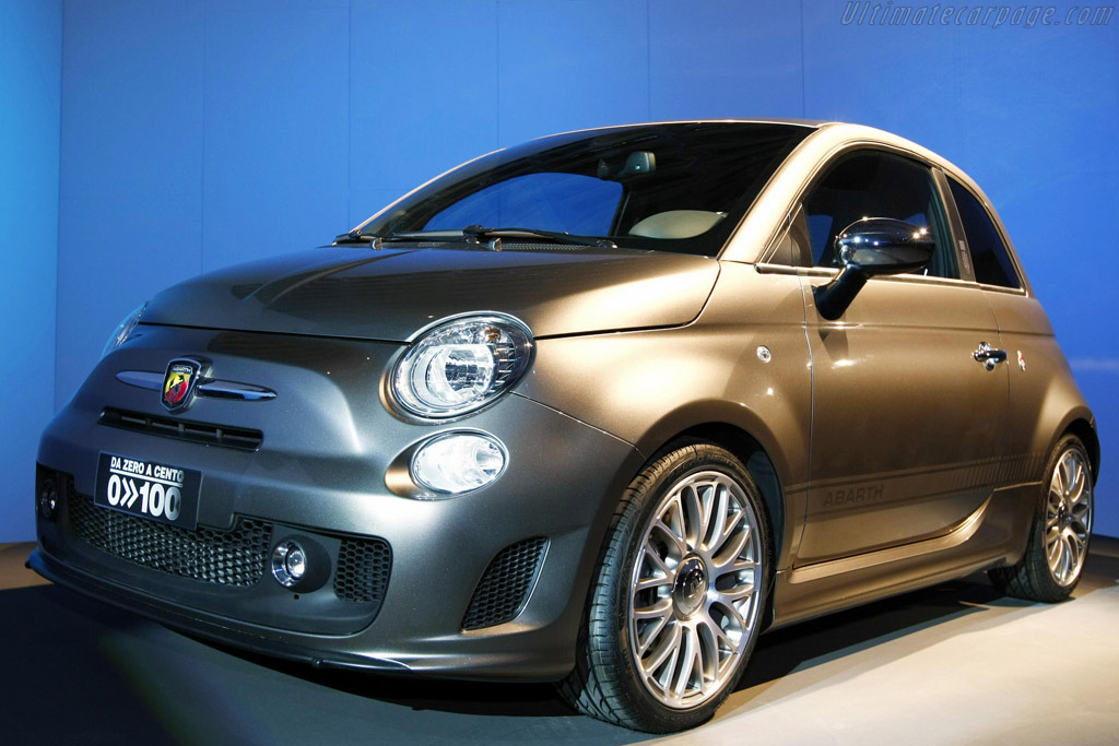 Click here to open the Fiat Abarth 500 'Da 0 a 100' gallery