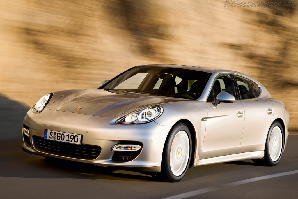 Click here to open the Porsche Panamera Turbo gallery