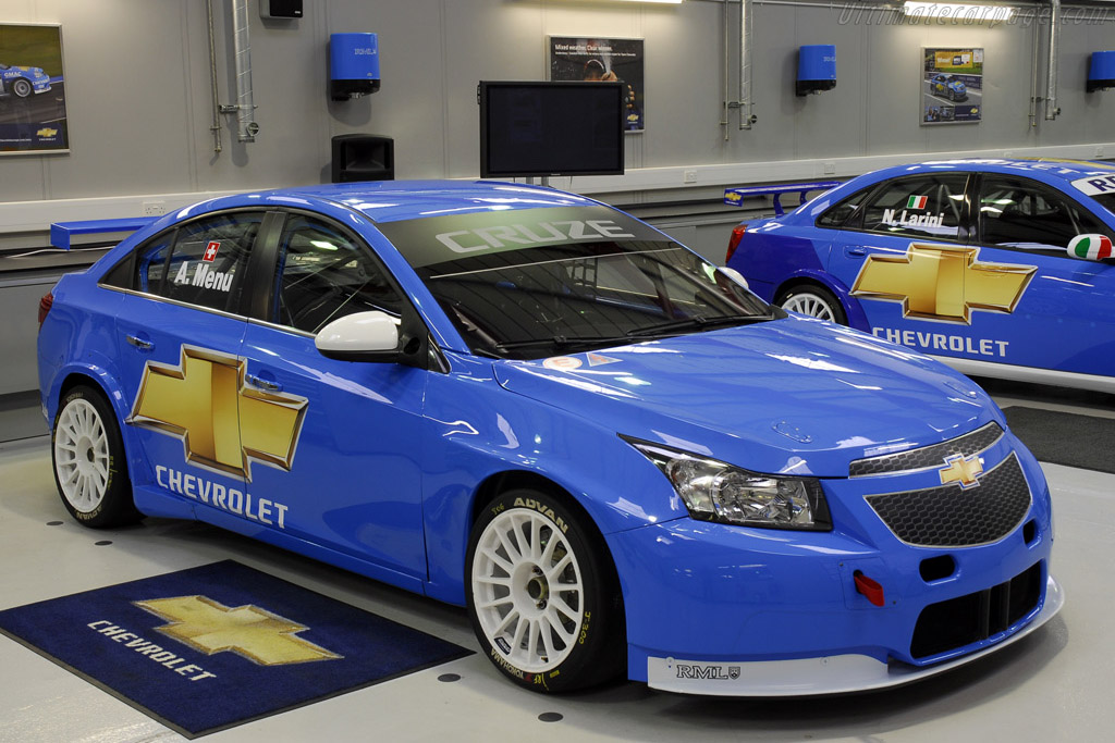 Click here to open the Chevrolet Cruze WTCC gallery