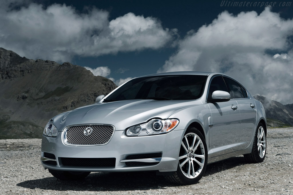 Click here to open the Jaguar XF Diesel S gallery