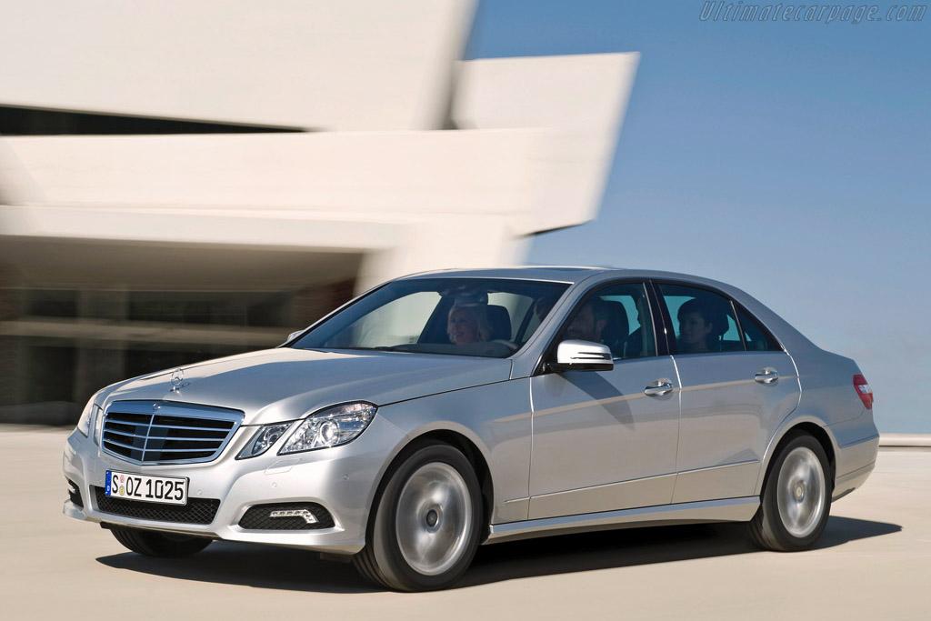 Click here to open the Mercedes-Benz E 500 Avantgarde gallery