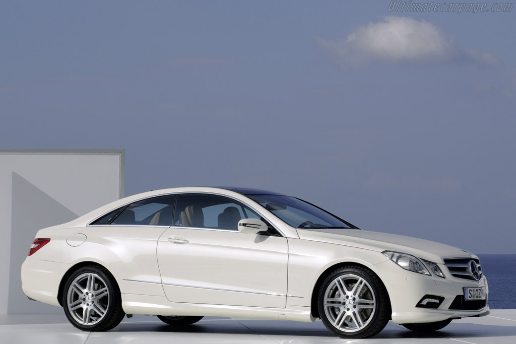 Click here to open the Mercedes-Benz E 500 Coupé  gallery