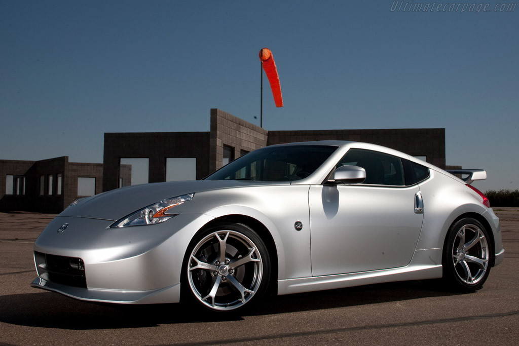 Click here to open the Nissan Nismo 370Z gallery