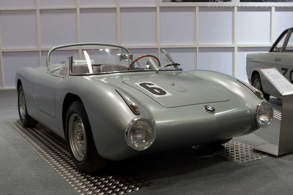 Click here to open the BMW 700 RS gallery