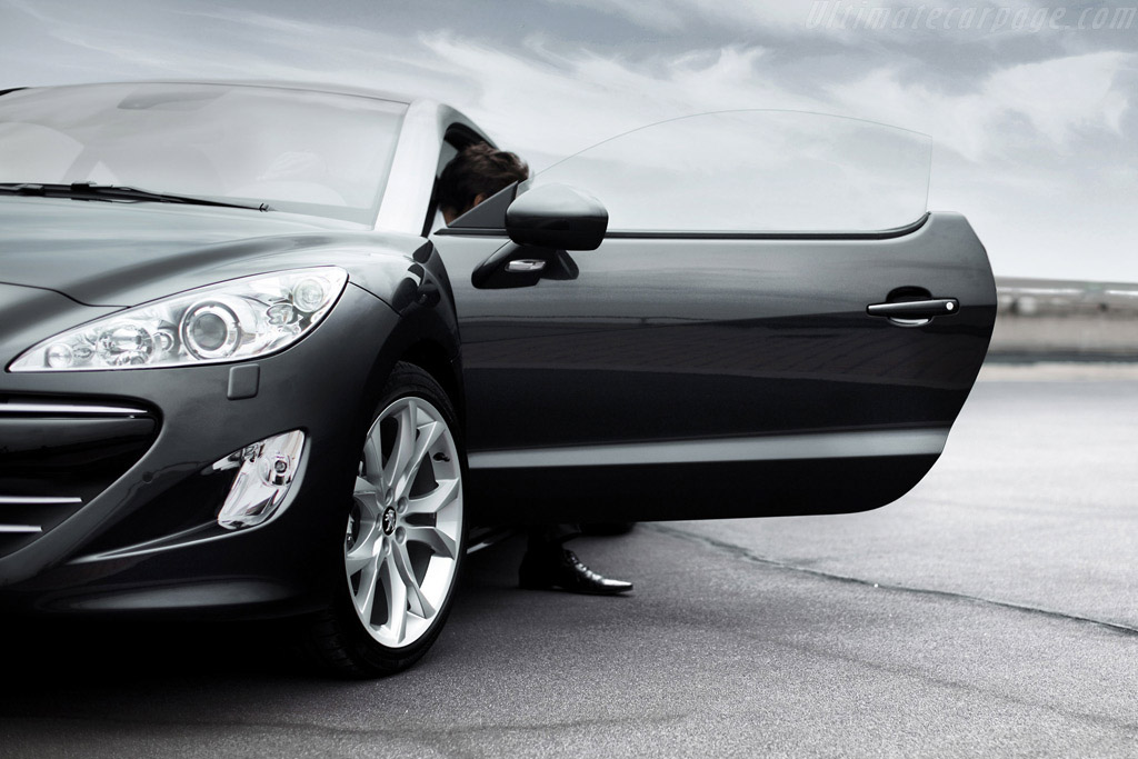 Click here to open the Peugeot RCZ gallery