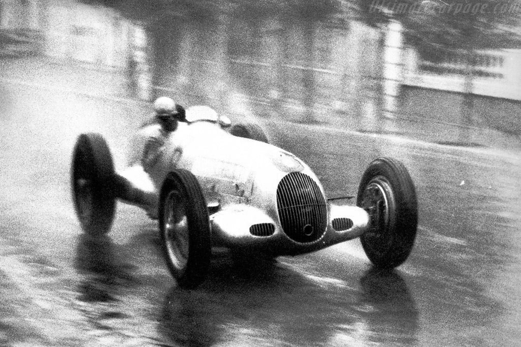 Click here to open the Mercedes-Benz W25K gallery