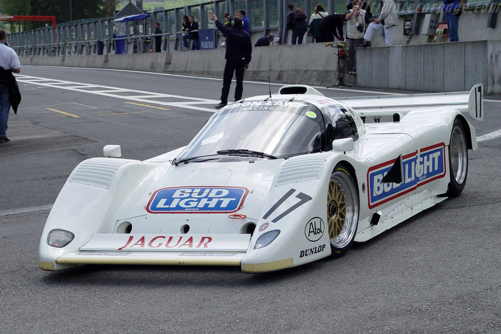 Click here to open the Jaguar XJR-17 gallery