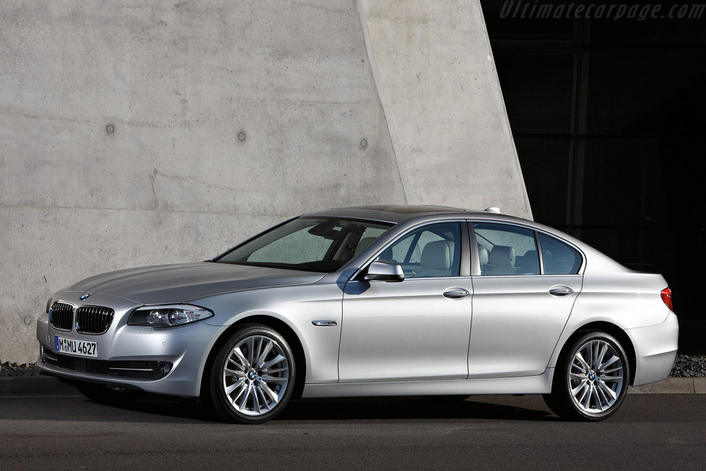 Click here to open the BMW 550i gallery