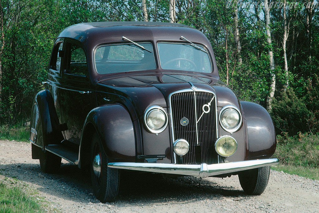 Click here to open the Volvo PV 36 Carioca gallery