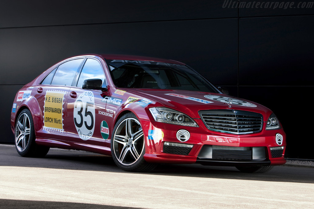 Click here to open the Mercedes-Benz S 63 AMG Showcar gallery