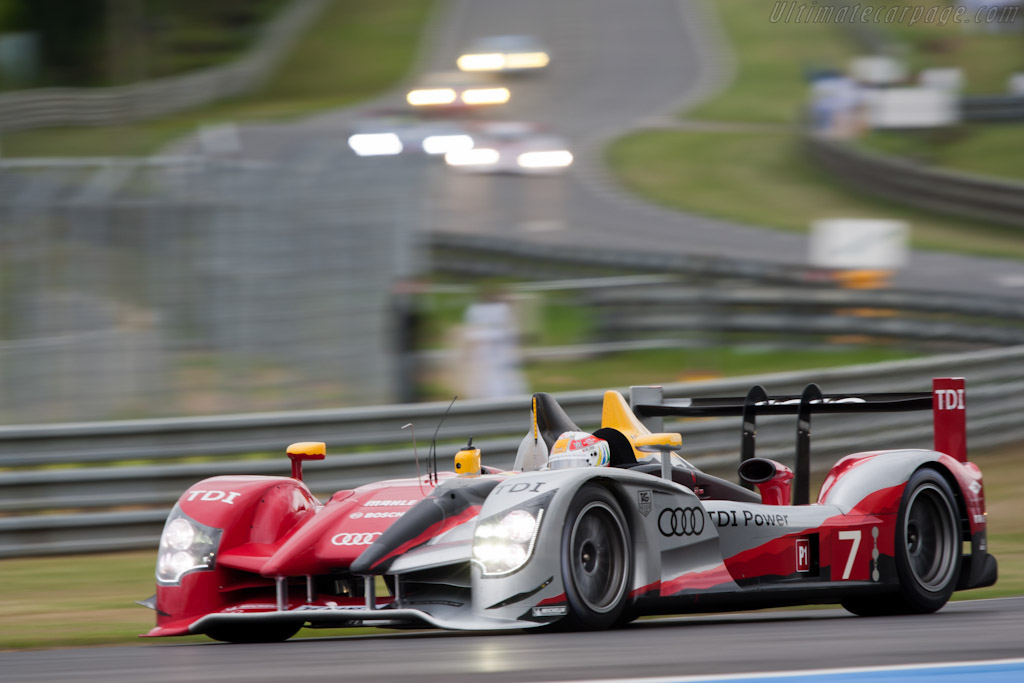 Click here to open the Audi R15 plus TDI gallery