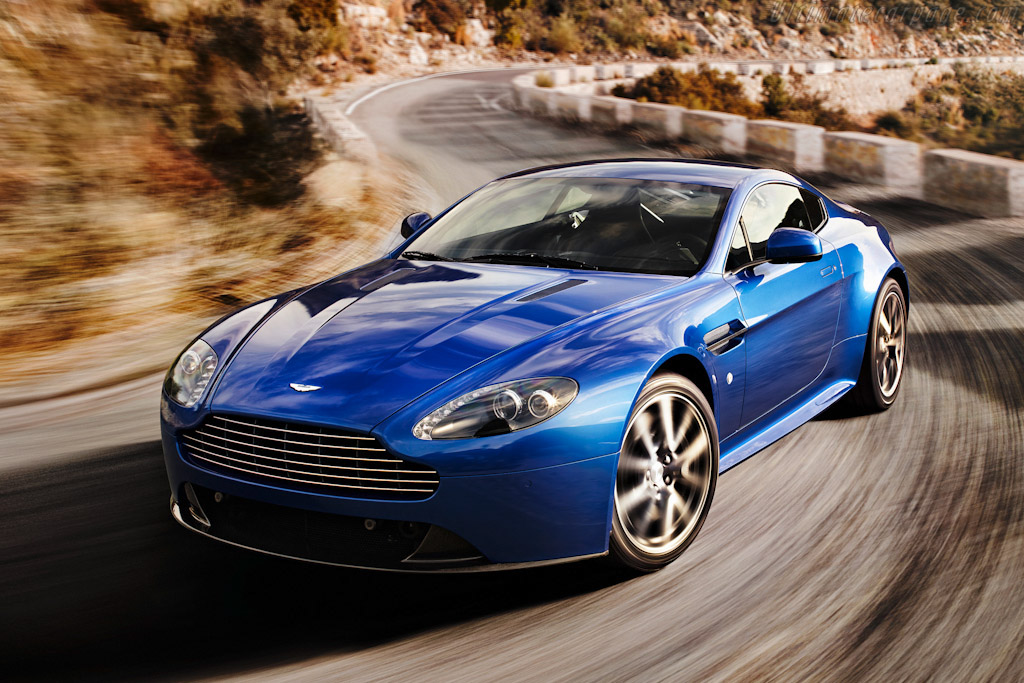 Click here to open the Aston Martin V8 Vantage S gallery