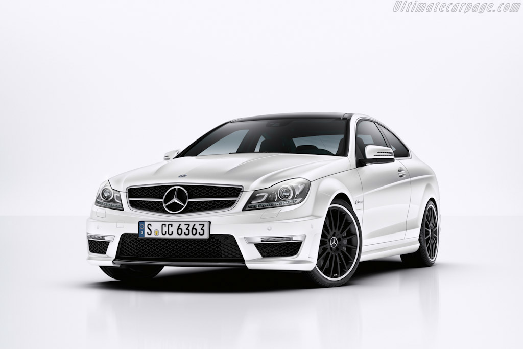 Click here to open the Mercedes-Benz C 63 AMG Coupe gallery