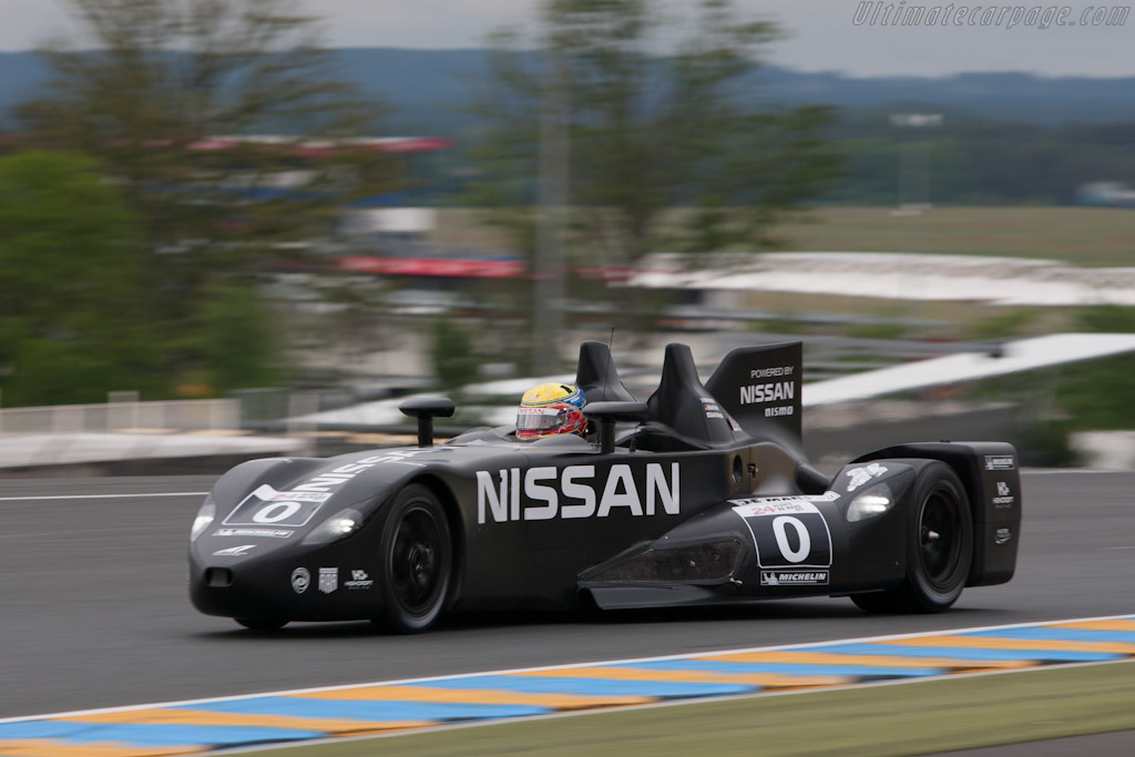 Click here to open the Nissan DeltaWing gallery