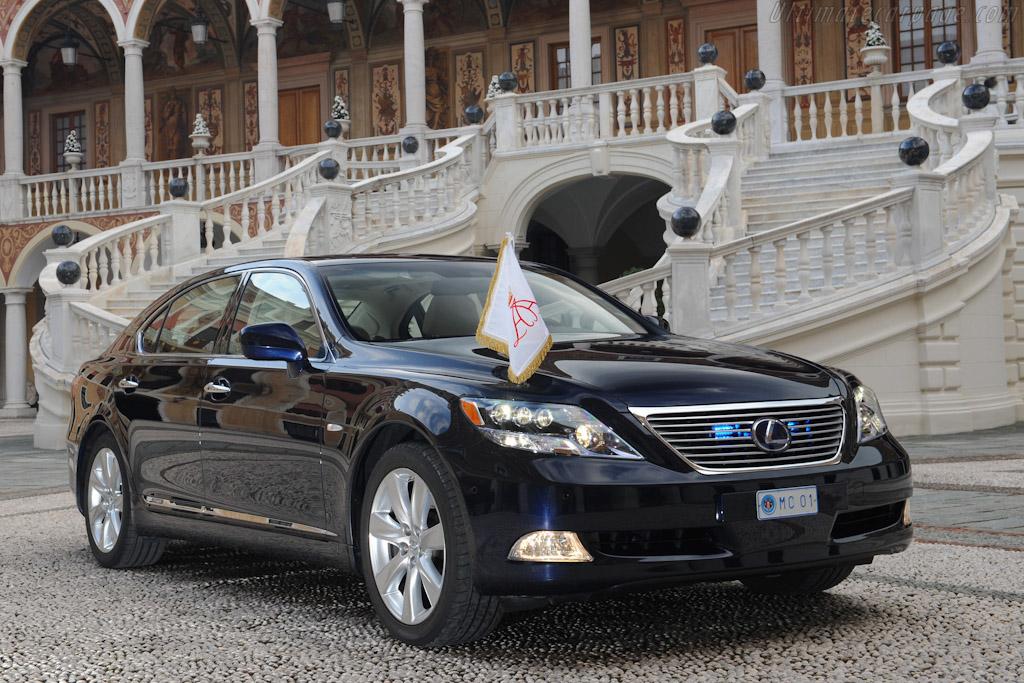 https://www.ultimatecarpage.com/images/car/4868/Lexus-LS-600h-L-Landaulet-38550.jpg