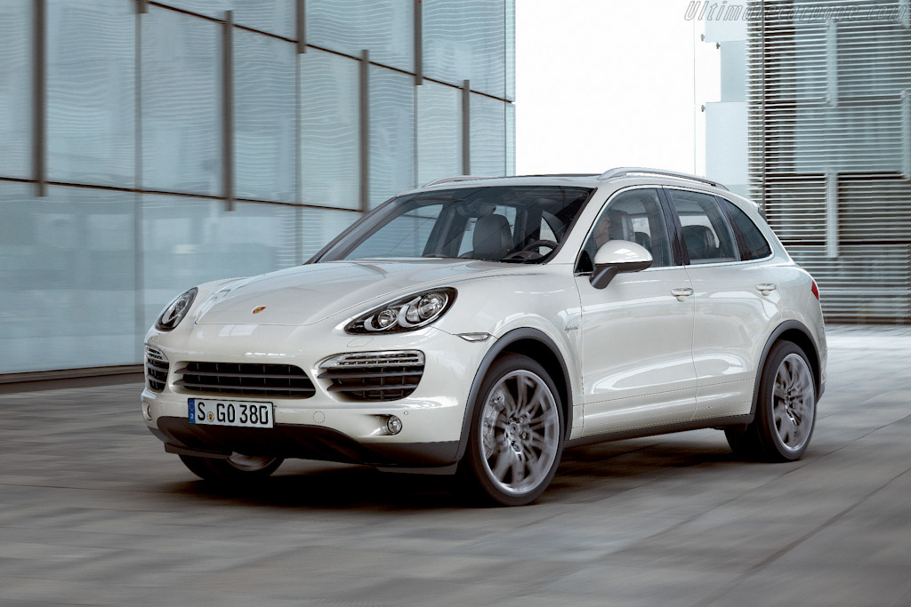 Click here to open the Porsche Cayenne S Hybrid gallery