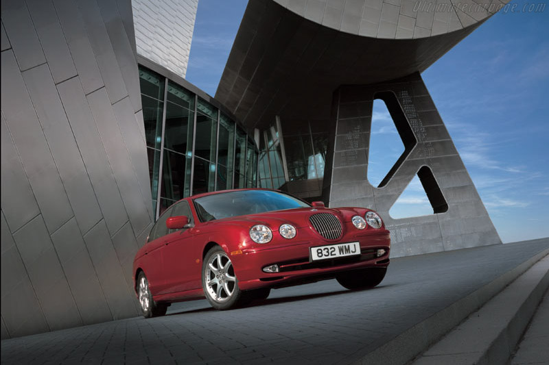 Click here to open the Jaguar S-Type V8 Sport gallery