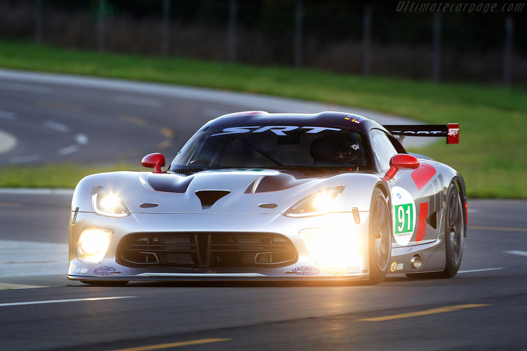 Click here to open the SRT Viper GTS-R gallery