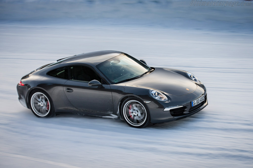 Click here to open the Porsche 911 Carrera 4 gallery