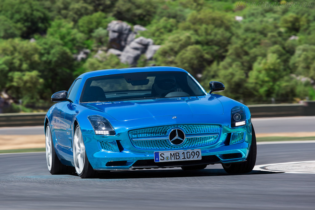 Click here to open the Mercedes-Benz SLS AMG Coupe Electric Drive gallery